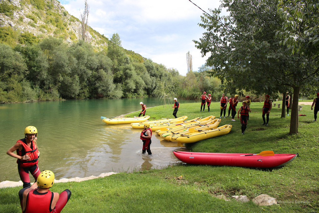 Rafting-break-at-the-Cetina-river-beach-free-time