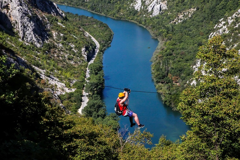 Zipline-adventure-Cetina-view